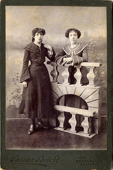 Cabinet Print by Parisian Photo Company  -  Ladies and balustrade
