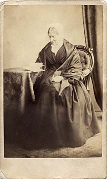 Carte de Visite from the 1860s (front)  -  Photographer: Gerorge Inglis  -  Old Lady