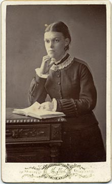 John Moffat  -  Carte de visite  -  from 1897  -  Lady with Book
