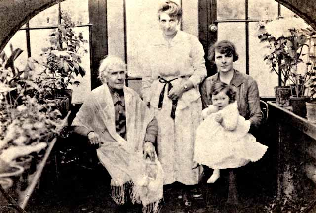 Four generations of the Lyle family at 6 Wardie Avenue, Edinburgh