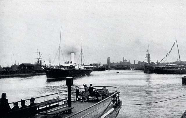W R & S Ltd  -  Photograph from the early-1900s  -  Docks Entrance, Leith