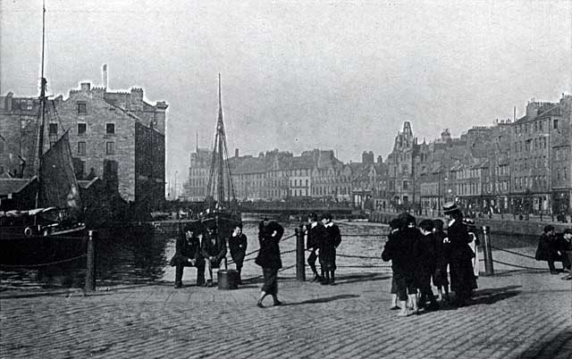 W R & S Ltd  -  Photograph from the early-1900s  -  The Shore, Leith