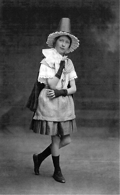 Postcard Portrait from the studio of Alec Roberts,Piershill, Edinburgh  -  Allan Dodds' mother, photographed in Welsh Outfit, around 1926