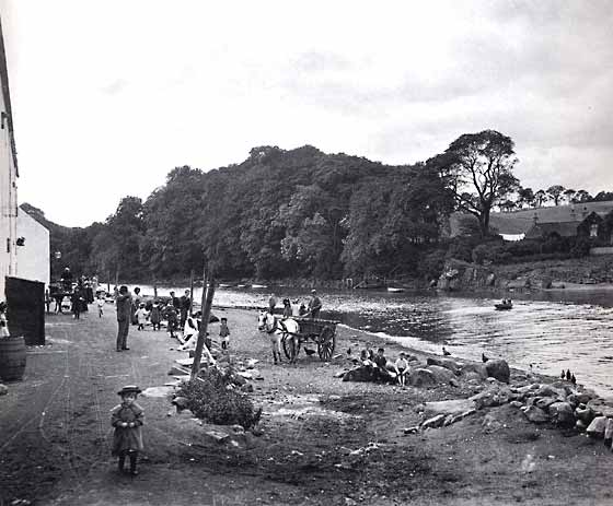 Cramond and children - photograph possibly taken by JCH Balmain