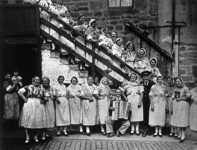 Newhaven Fishwives Costumes  -  Members of the Independent Order of Free Templars in 1918.