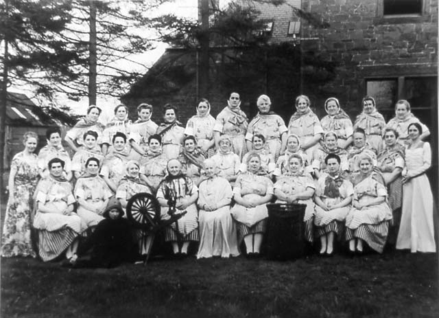 Newhaven Fishwives Costumes  -  Fisherwomen's Choir  -  1946