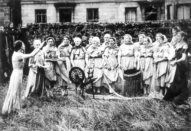 Newhaven Fishwives Costumes  -  Fisherwomen's Choir  -  1943