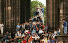 The Scott Monument  -  Spectators for the Edinburgh Festival Cavalcade on 3 August 2003  -  zoom-in