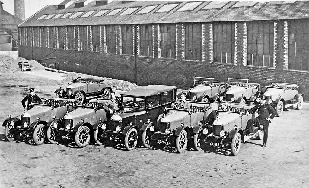 Edinburgh  -  The City Cars  -  Are these Bullnose Morris cars.  Would this photo have been taken in the 1920s?