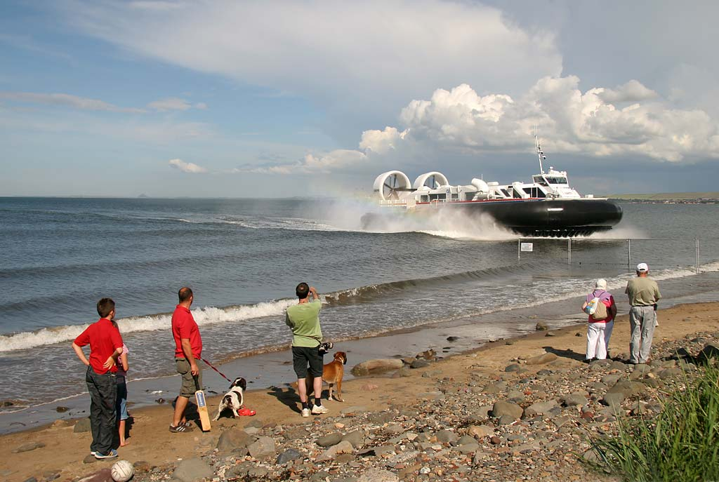 Hovercraft arriving at Portobello, during the second day of trials for the Portobello-Kirkcaldy service  -  July 16, 2007