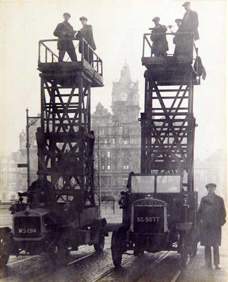 Tower Wagons on the North Bridge  -  North British Hotel in the background