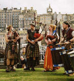 Street Entertainment during the Edinburgh Festival 2003  -  Pipes & Drums 2