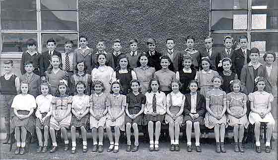 Murrayburn Primary School, Sighthill  -  School Class,  around 1944
