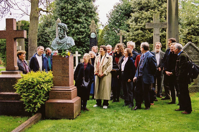 A Group from a Conference organised by the Scottish Society for the History of PHotography visits the gravestone of DO Hill to commemorate the 200th anniversary of his birth