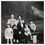 Eric Gold (from Dumbiedykes) and his family in Holyrood Park