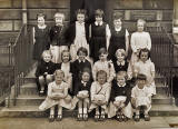 St Serf's School, Edinburgh  -  Class photo c.1959,  children aged aout 6