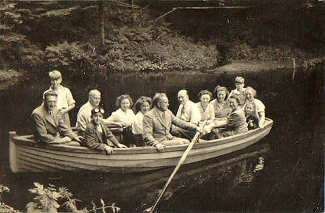 Wardie Residents' Club Annual Outing to Edgelaw Reservoir, 1949