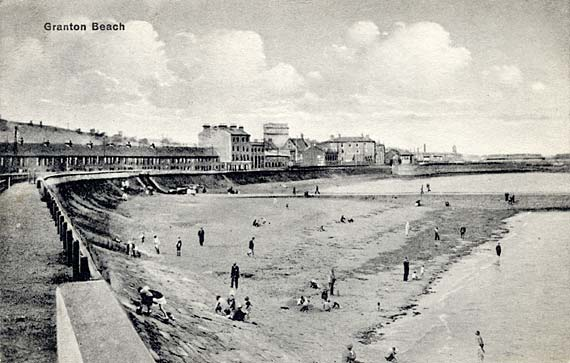Postcard from an unidentified publisher  -  Granton Beach from the west.