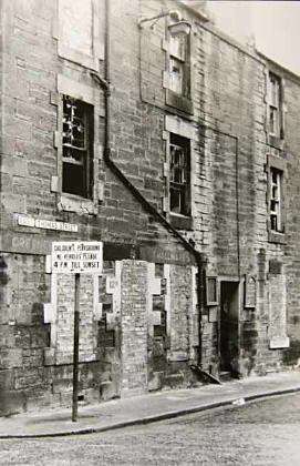 Calton Youth Ministry, at NW corner of East Thomas Street, Edinburgh