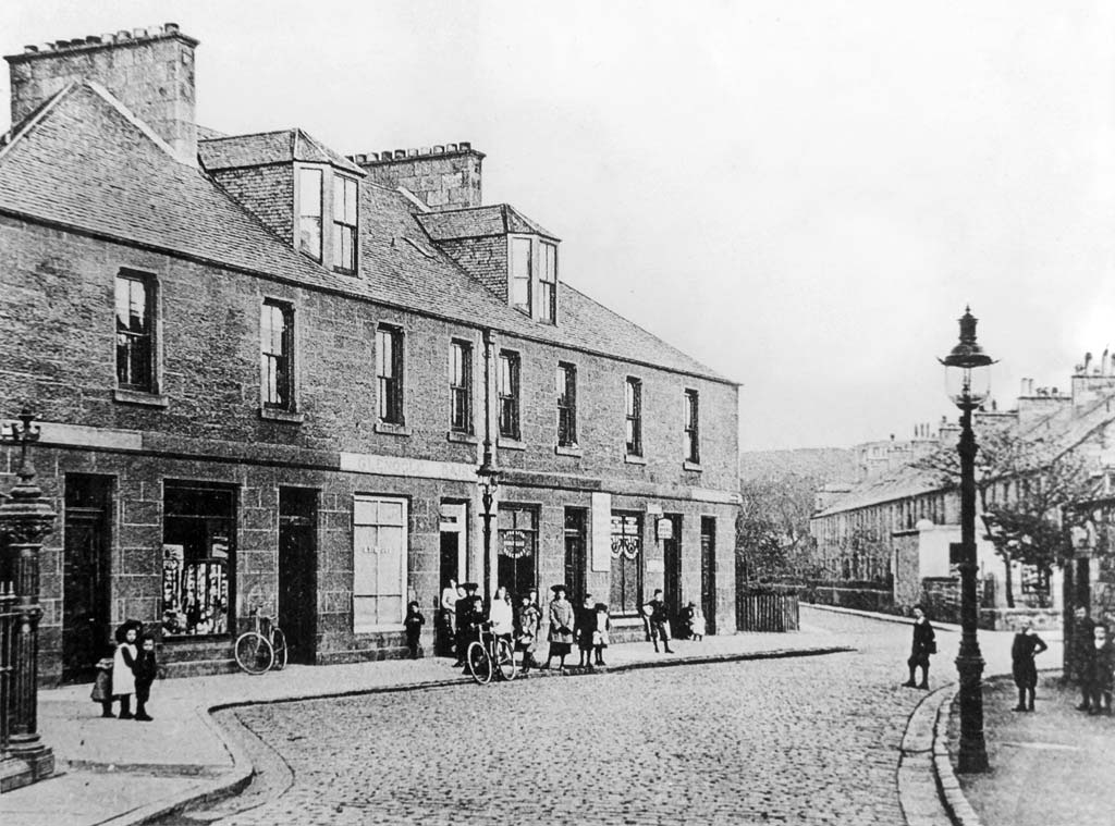 Bridge Place at the western end of Glenogle Road.  Glenogle Road leads from Stockbridgge to Canonmills   -  Photo taken early--1900s