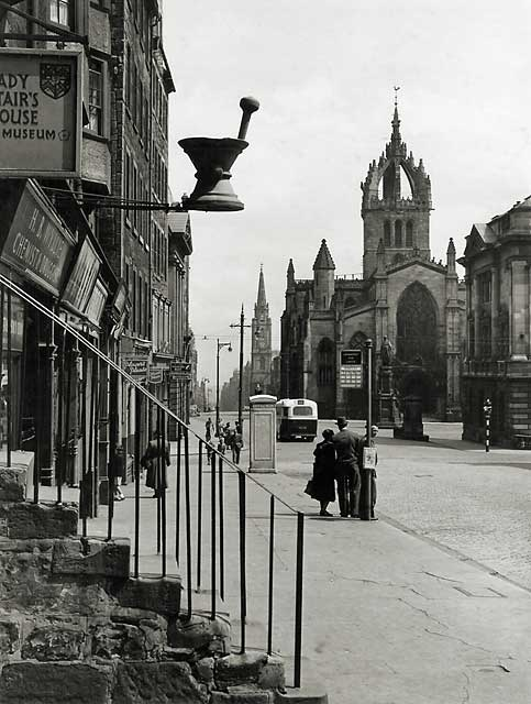 Photograph by Norward Inglis  -  Looking down the Royal Mile towards St Giles' Church