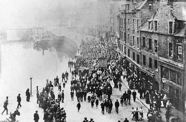 Leith Dockers' Demonstration  -  The Shore, Leith, 1913