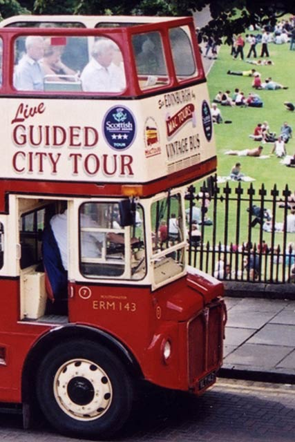 Edinburgh Transport Bus at Waverley Bridge  -  zoom-in  -  April 2003